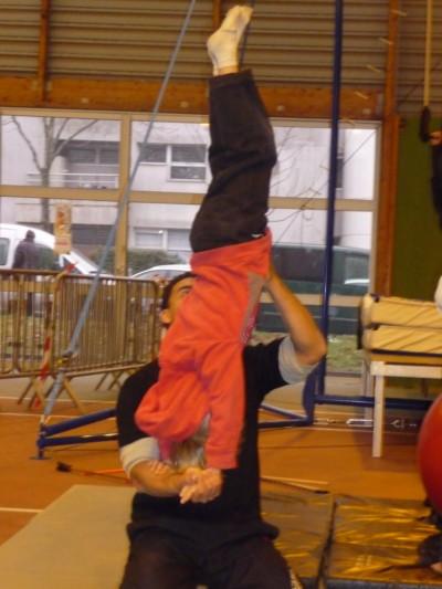 Animation cirque - Marché de Noël de Cesson-Sévigne 2010 - école de cirque En Piste - Cesson-Sévigné - Rennes Metropole