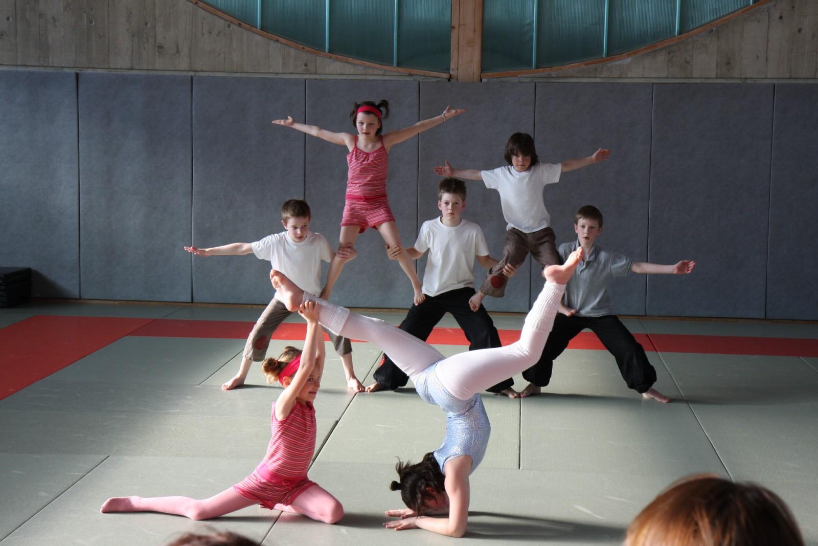 Ateliers cirque à lécole