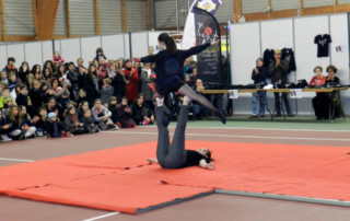 Animation cirque - Marché de Noël de Cesson-Sévigne 2014 - école de cirque En Piste - Cesson-Sévigné - Rennes Metropole